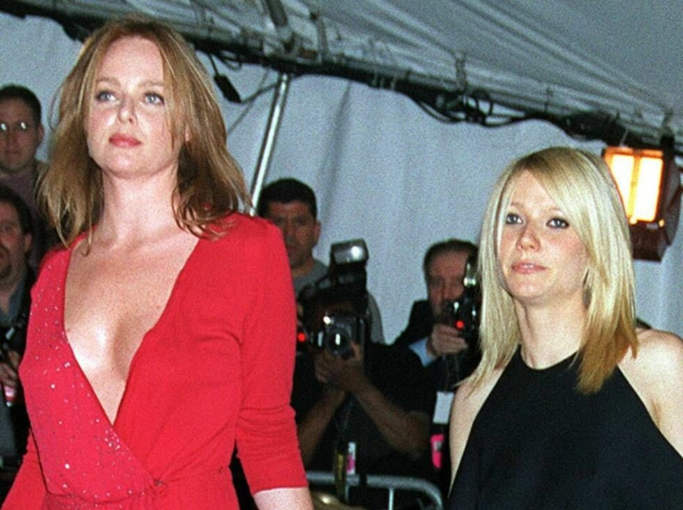 Designer Stella McCartney, left, and actress Gwyneth Paltrow arrive at New York's Metropolitan Museum of Art for a fund-raising gala honoring Jacqueline Kennedy's glamorous style Monday, April 23, 2001. Proceeds from the $3,500-a-plate dinner will go to t Foto: AP/Scanpix