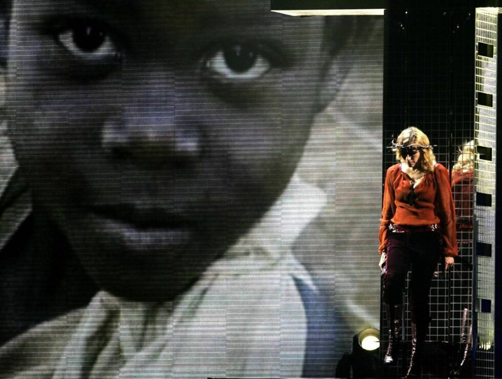 ENGASJEMENT: Madonna har blant annet brukt Confessions-turneen sin til å sette fokus på fattige barn i Afrika. Foto: All Over Press