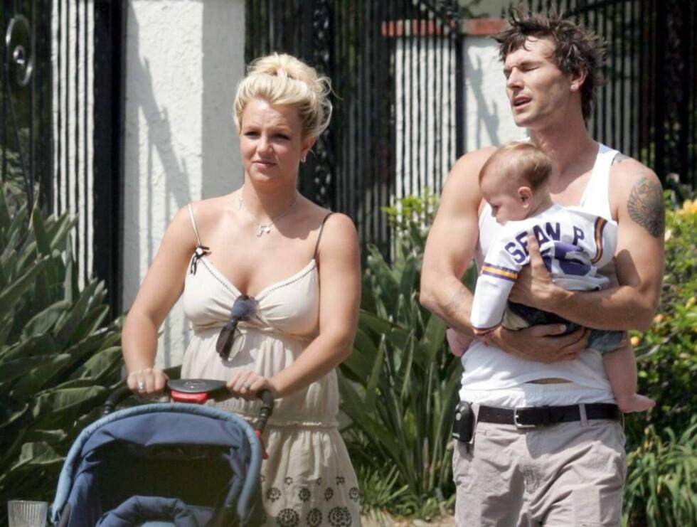 UT PÅ TUR: Britney og Kevin har forgjeves prøvd å fremstå som en lykkelig familie -uten hell. Foto: All Over Press