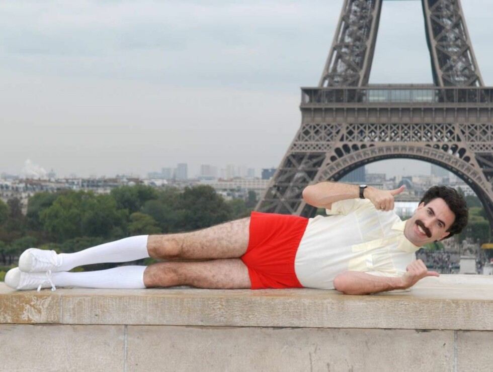 POSØR: Borat har inntatt den franske hovedstaden. Foto: Stella pictures