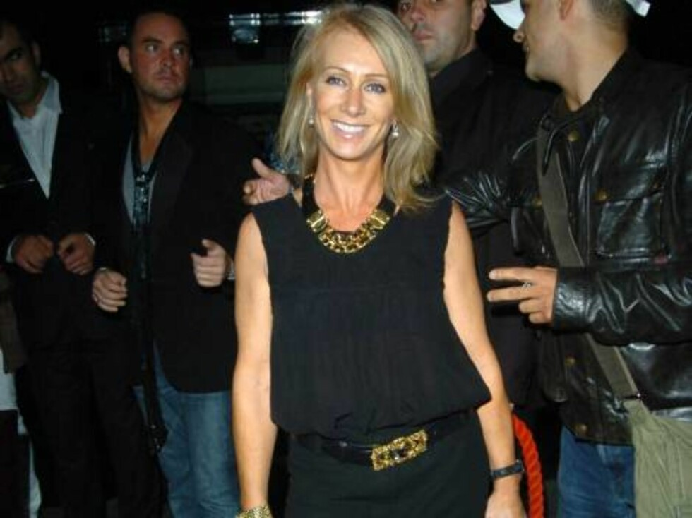 Karen Millen at Ashlee Simpson's 22nd birthday party, held at the Embassy club in London, October 11, 2006.  Photo: Charlie Pycraft/YD Image Code: 4028   COPYRIGHT STELLA PICTURES Foto: Stella Pictures