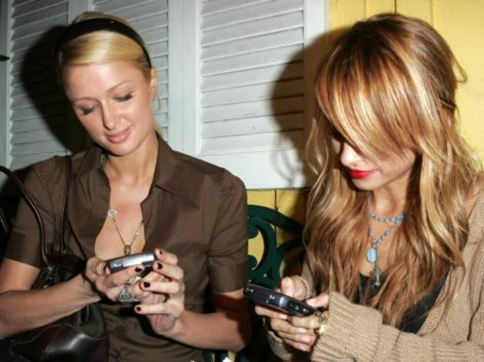 Paris Hilton and Nicole Richie together at Dan Tanas Oct 8, 2006 X17agency exclusive Foto: All Over Press