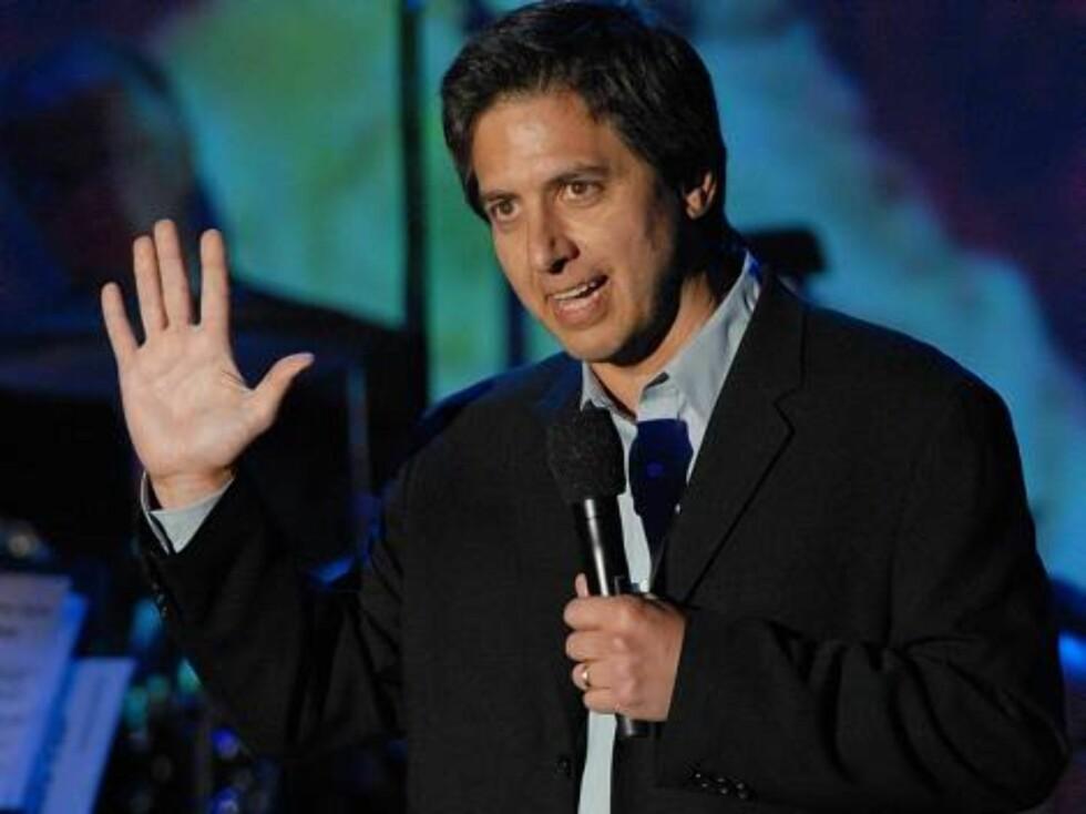 Komikeren og skuespilleren Ray Romano underholder. Foto: AP/Scanpix