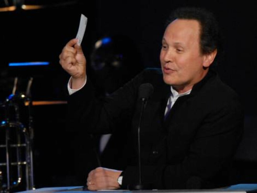 In this photo released by Childrens Hospital Los Angeles, Billy Crystal works as auctioneer trying to auction his valet parking validation during  Childrens Hospital Los Angeles second Noche de Nios Gala on Saturday, Oct. 7, 2006 in Beverly Hills, Calif. Foto: AP/Scanpix
