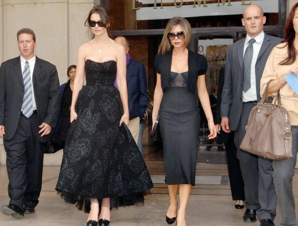 PYNTET: Det er ikke mange som kler seg slik når de skal shoppe. Men for Katie og Victoria er det en selvfølge. Foto: Stella Pictures