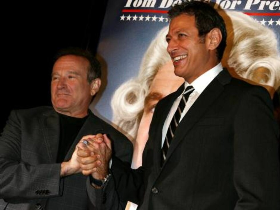 """HOLLYWOOD - OCTOBER 04:  Actors Robin Williams and Jeff Goldblum arrive at the premiere of Universal Pictures """"Man of the Year"""" at Grauman's Chinese Theatre October 4, 2006 in Hollywood, California.  (Photo by Kevin Winter/Getty Images) *** Local Caption Foto: All Over Press"""
