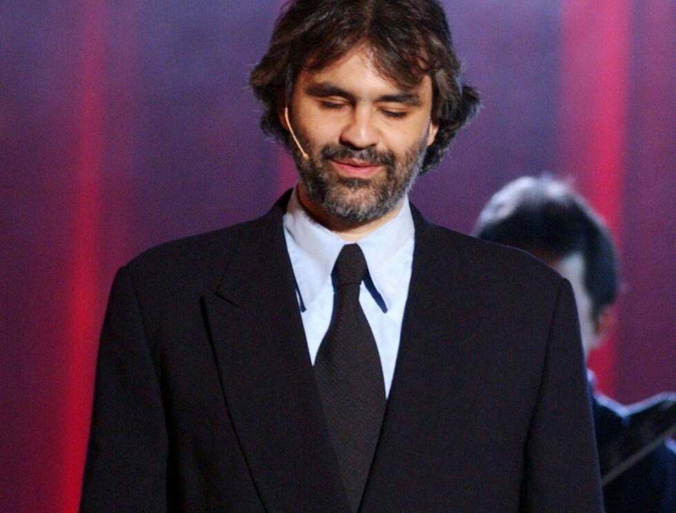 VERDENSSTJERNE: Italienske Andrea Bocelli har tidligere sunget duetter med flere kvinnelige berømtheter. Nå står Carola for tur. Foto: Getty Images/All Over Press
