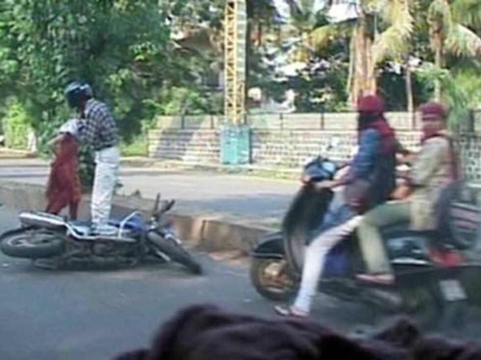 Angelina Jolie's car apparently hit a motorcycle in Pune, India where the star is filming A Mighty Heart Oct 11, 2006 X17agency EXCLUSIVE Foto: All Over Press