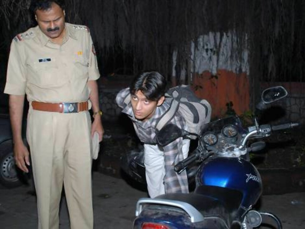 Mittal Rawat, 19, right,  at a Police Station  in Pune,  Wednesday Oct. 11, 2006. According to news reports, Rawat and his companion were riding on his motorcycle when they were hit by a car in which Hollywood actor Anjelina Jolie was travelling while on Foto: Stella Pictures