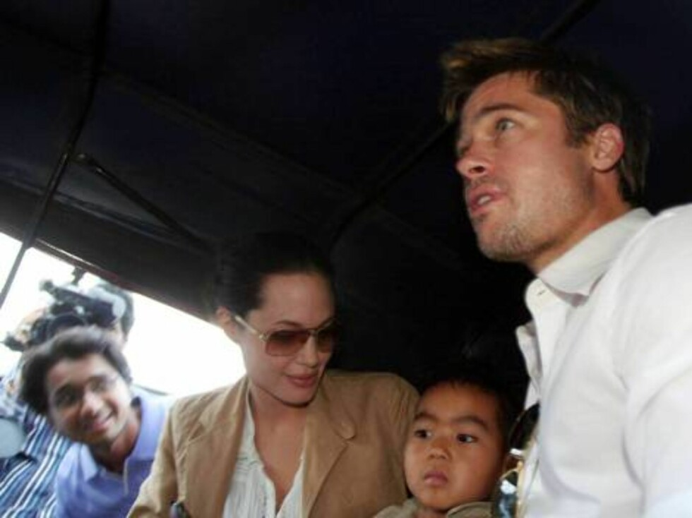 Brad Pitt, Angelina Jolie and Maddox in auto-rickshaw in Pune, India Oct 8, 2006 X17agency exclusive    Foto: All Over Press