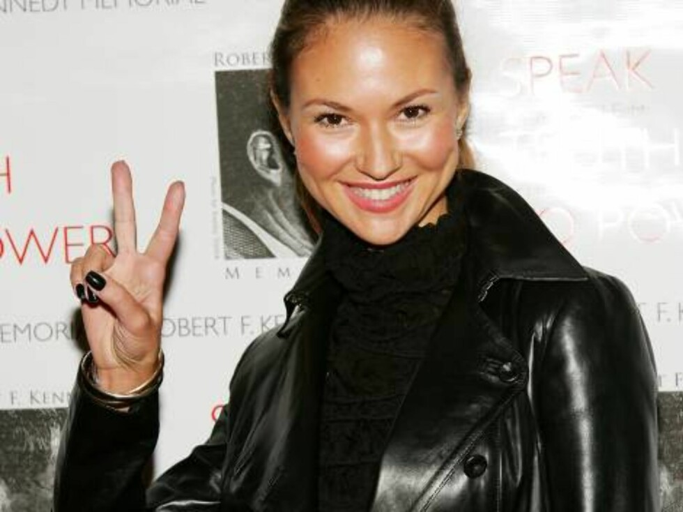 NEW YORK - OCTOBER 06:  Actress Svetlana Metkina  attends the Speak Truth To Power Memorial Benefit Gala at Pier Sixty, October 6, 2006 in New York City.  (Photo by Evan Agostini/Getty Images) *** Local Caption *** Svetlana Metkina  * SPECIAL INSTRUCTIONS Foto: All Over Press