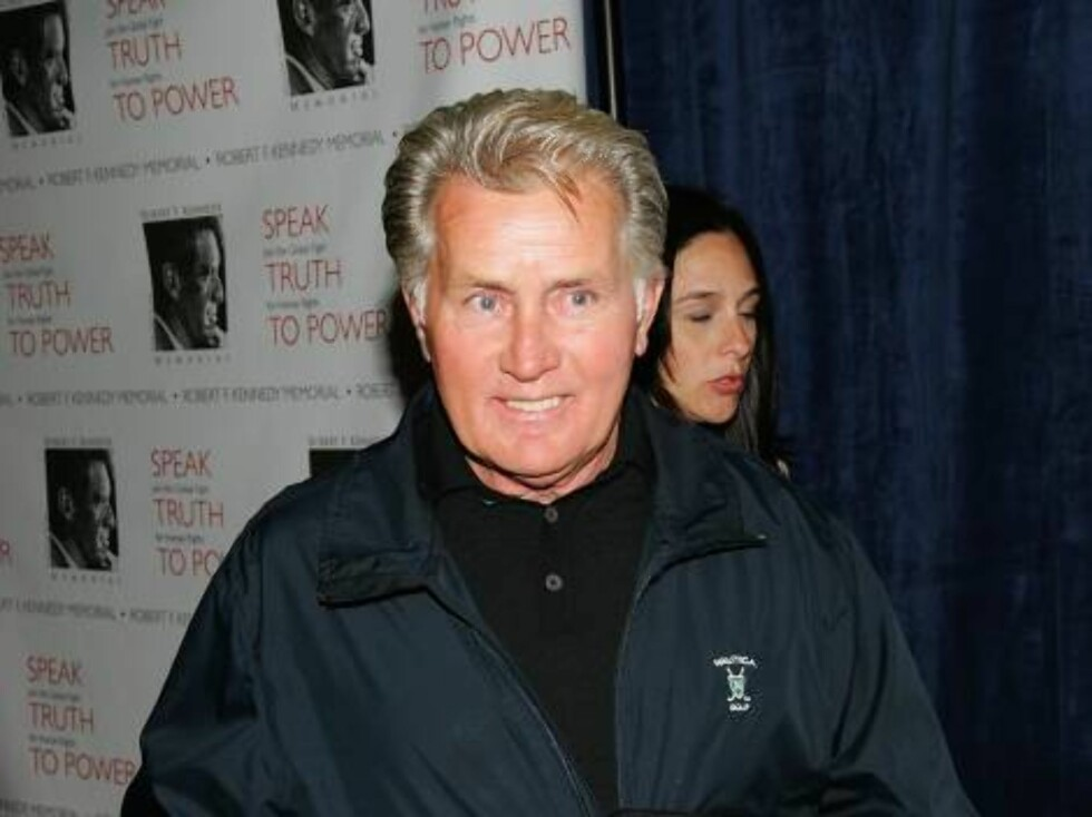 NEW YORK - OCTOBER 06:  Actor Martin Sheen attends the Speak Truth To Power Memorial Benefit Gala at Pier Sixty, October 6, 2006 in New York City.  (Photo by Evan Agostini/Getty Images) *** Local Caption *** Martin Sheen  * SPECIAL INSTRUCTIONS:  * *OBJEC Foto: All Over Press