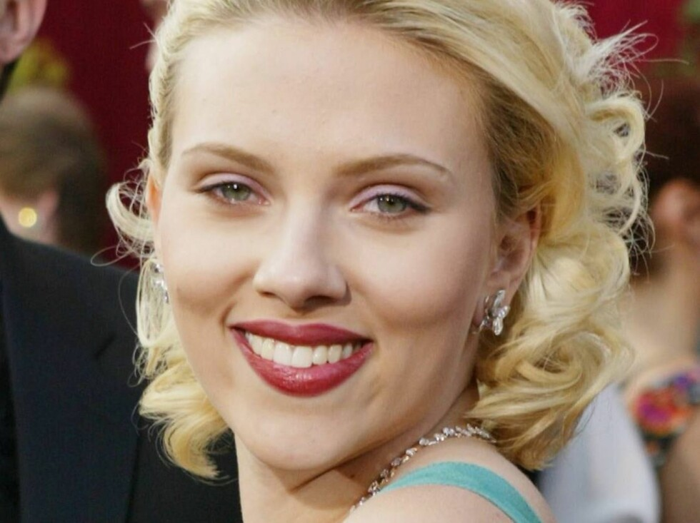 HOLLYWOOD, CA - FEBRUARY 29:  Actress Scarlett Johansson attends the 76th Annual Academy Awards at the Kodak Theater on February 29, 2004 in Hollywood, California.  (Photo by Carlo Allegri/Getty Images) / ALL OVER PRESS *** Local Caption *** Scarlett Joha Foto: All Over Press
