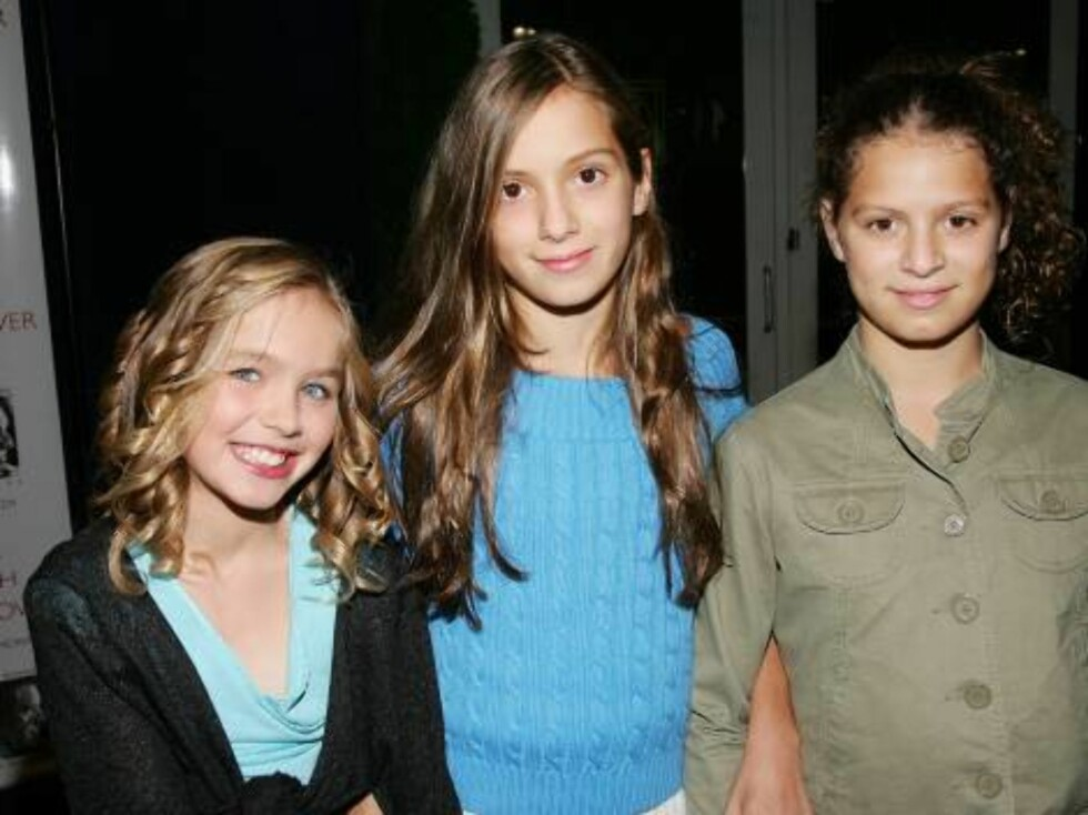 NEW YORK - OCTOBER 06:  L-R: RFK grandchildren Saoirse Kennedy Hill, Mariah Kennedy Cuomo and Cara Kennedy Cuomo attend the Speak Truth To Power Memorial Benefit Gala at Pier Sixty, October 6, 2006 in New York City.  (Photo by Evan Agostini/Getty Images) Foto: All Over Press