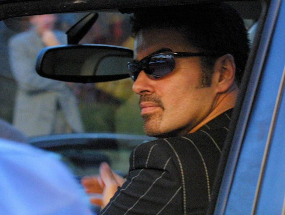 RÅNER: George Michael liker å kjøre rundt i Londons gater, men det går sjelden veldig bra... Foto: All Over Press