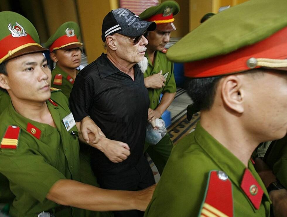 SIKKER: - Vi ser ingen grunn til redusere Glitters straff. Oppførselen hans er farlig for samfunnet, særlig for barna. Han må straffes, sa den vietnamesiske dommeren under rettsaken.  Foto: AP/Scanpix