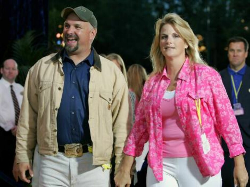 ** FILE ** Country Singer Garth Brooks, left, and Trisha Yearwood arrive at Disneyland's 50th anniversary party at the Disneyland theme park in a Wednesday, May 4, 2005 photo, in Anaheim, Calif. Months after a proposal in front of thousands of fans, Garth Foto: AP/Scanpix