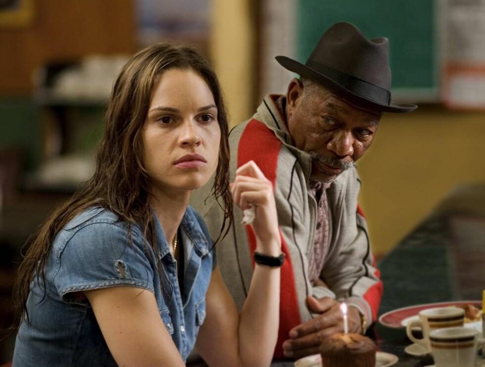 """SEIER: Det var rollen i filmen """"Million Dollar Baby"""" som ga ham Oscar-prisen. Vakre Hilary Swank vant også en. Foto: Filmweb"""