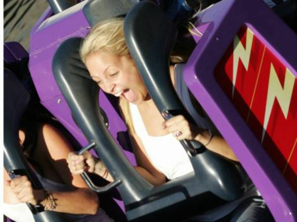 Code: X17XX8- Tuan Pham, Anaheim, CA,USA, 22.09.2004: SOCIALITE Nicole Richie celebrated her 23rd birthday with friends at Disneyland in Anaheim, California.  The reality show star got a thrill on one of the park's rollercoasters.  September 21, 2004.  Ex Foto: All Over Press