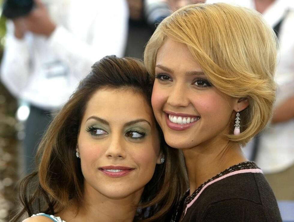 SEXY: Jessica Alba har de mest klinbare leppene i verden. Her er skjønnheten sammen med skuespillerinnen Brittany Murphy. Foto: AP/Scanpix
