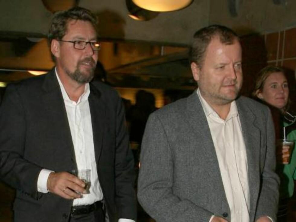 """""""Team Eckbo""""-première (Chateau Neuf).  Kveldens desidert minst fotogene: Otto Jespersen og Charlo Halvorsen!  Den ene med nyanlagt, ukledelig skjegg - den andre med Årets Pannelugg. Foto: Se og Hør, Tore Skaar"""