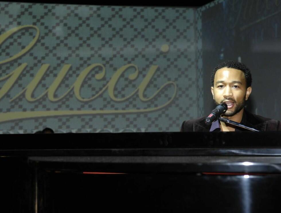 KLESBEVISST: John Legend har fått mye ros for både sin musikk og klesstil. Foto: Stella Pictures