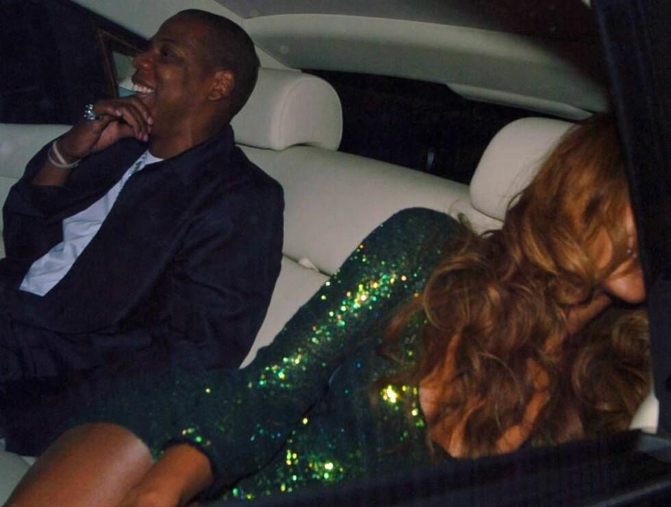 KJØR MEG HJEM: Beyoncé så ikke ut som hun hadde stor lyst på videre festing. Foto: Stella Pictures