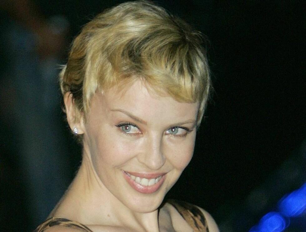 BLONDINE: Kylie lar håret vokse, selv om hun kler kort like godt som langt hår. Foto: AP/Scanpix