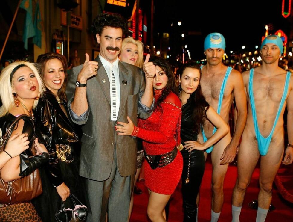 HELLO MY FRIEND: Borat så ut til å kose seg i damenes selskap. Foto: All Over Press