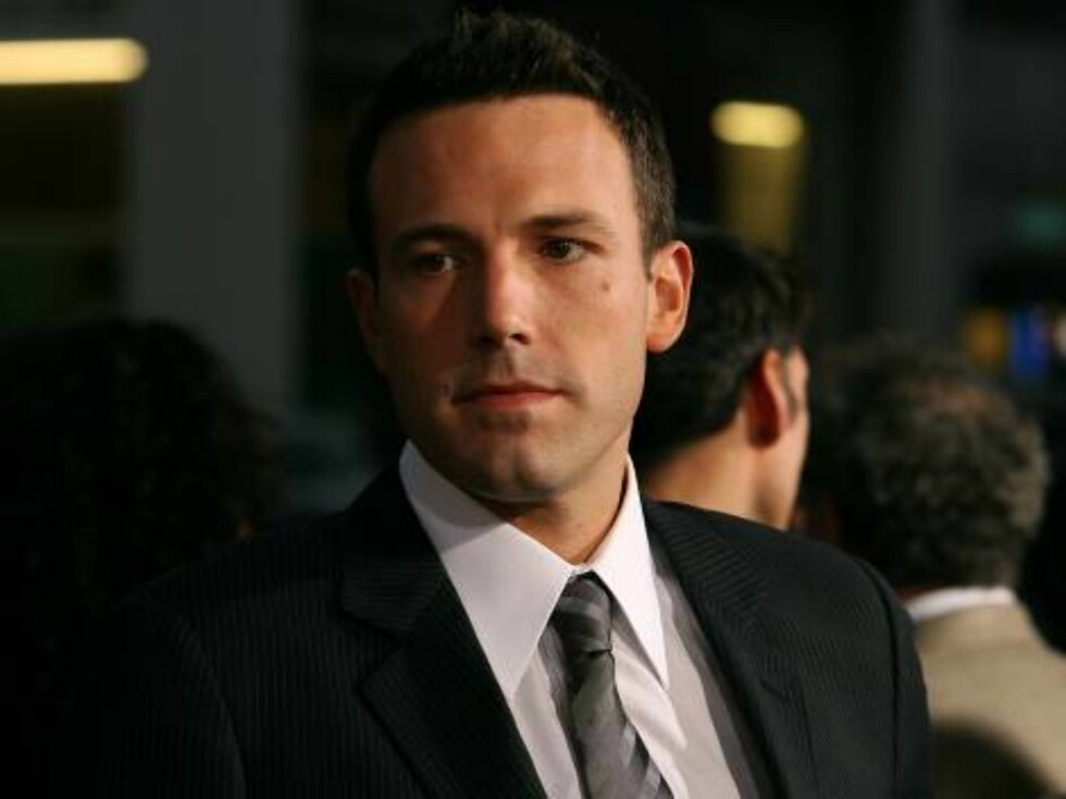 """BEVERLY HILLS, CA - SEPTEMBER 07:  Actor Ben Affleck arrives at the premeire of Focus Features """"Hollywoodland"""" at the Academy of Motion Picture Arts and Sciences on September 7, 2006 in Beverly Hills, California.  (Photo by Michael Buckner/Getty Images) * Foto: All Over Press"""