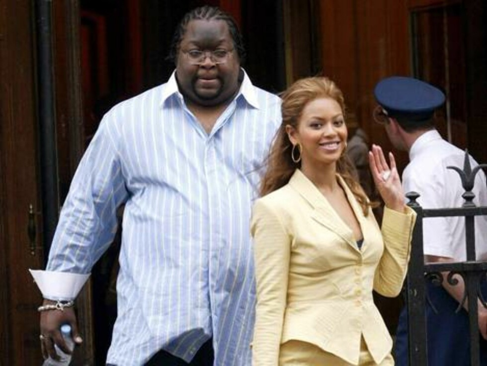 PARIS 2004-07-06.  My bodyguard is bigger than yours! The bodyguards to the stars are growing ever larger...  U.S. actress and recording artist Beyonce Knowles pictured with some friends and her huge bodyguard during makes a shopping in Paris, France on J Foto: Stella Pictures