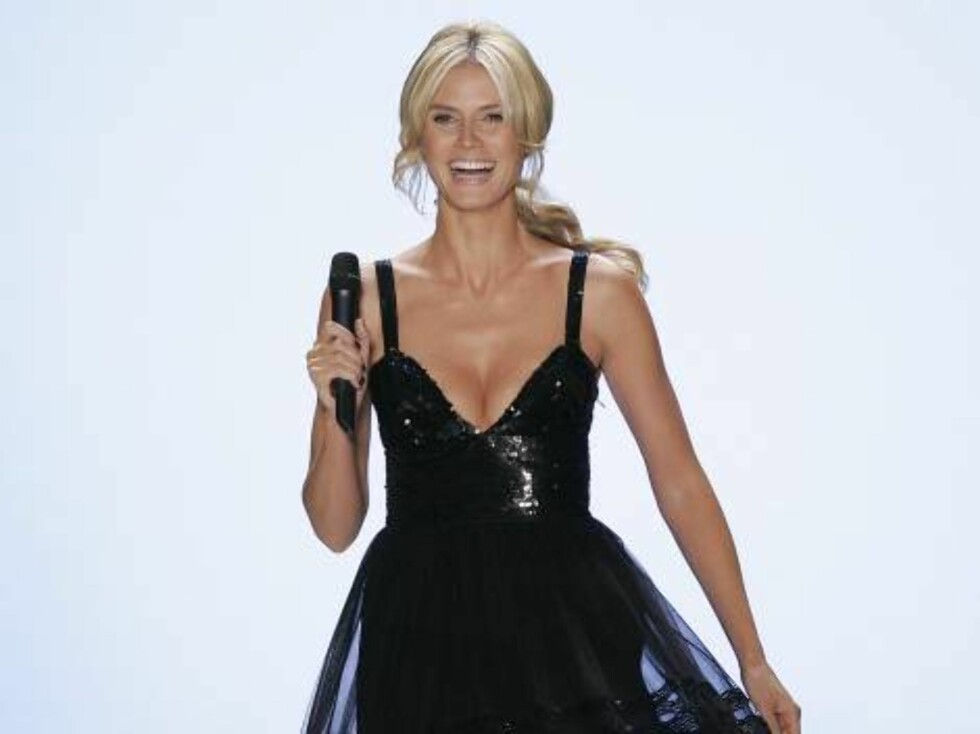"""""""Project Runway"""" host Heidi Klum speaks to the audience during the final episode of the television show, Friday,  Feb. 10, 2006  in New York . Klum is also the  producer of  the Bravo television cable network show. This is the second season of the Emmy-no Foto: AP/Scanpix"""