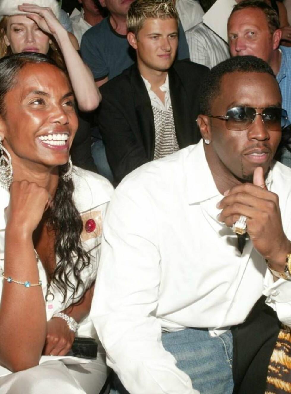 SPENTE FORELDRE: Diddy og kjæresten Kim venter tvillingjenter. Foto: All Over Press