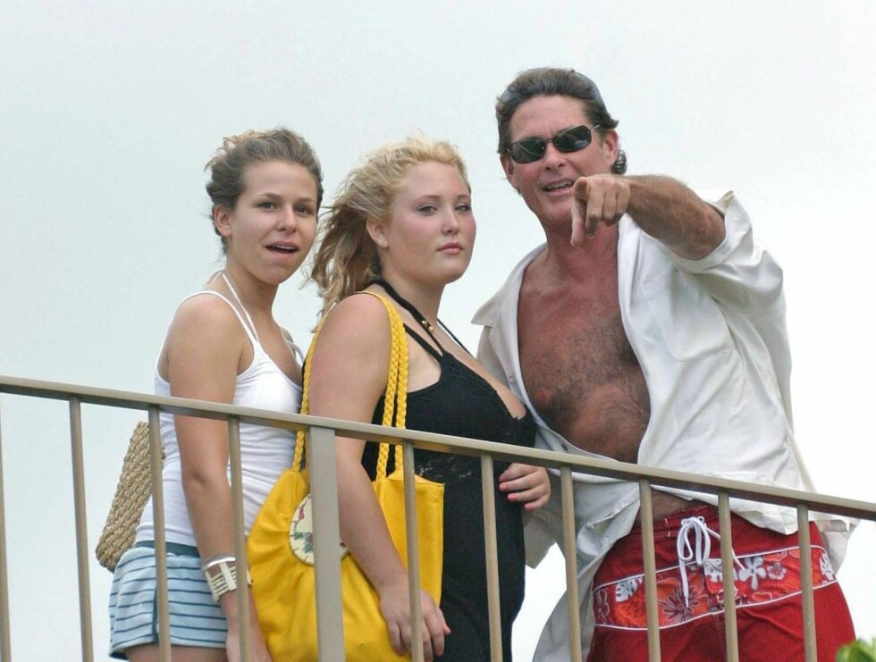 FORSØK: Etter skilsmissen og alkohol-skandalene, har David forsøkt å få innpass hos døtrene igjen. Hayley i midten. Foto: STELLA PICTURES