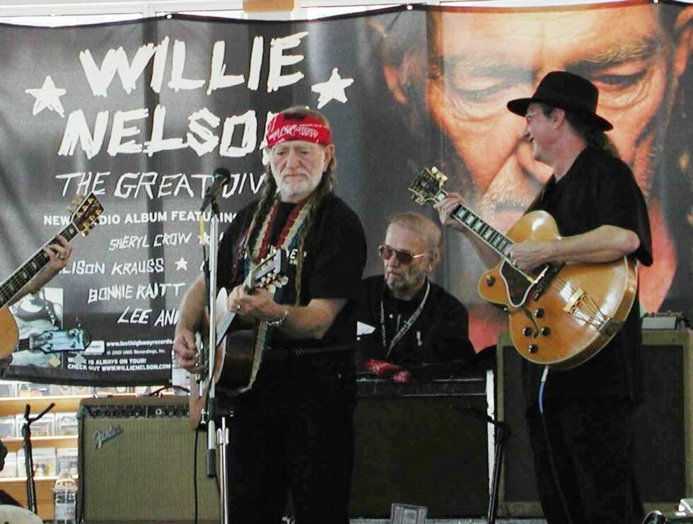 TATT PÅ TUR: Willie tok med seg narkotika on the road again. Foto: All Over Press
