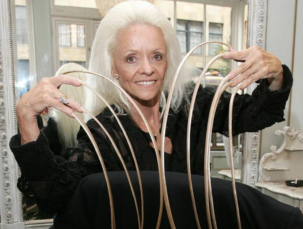 NEGLBITER?: 65-åringen har blitt tilbudt penger av en mann som ønsket å bite neglene hennes. Foto: Stella Pictures