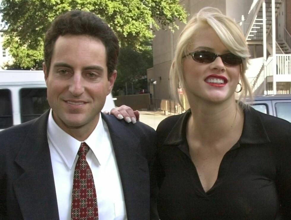 GIFT: Anna Nicole Smith og Howard Stern planlegger bryllup. Foto: AP/Scanpix