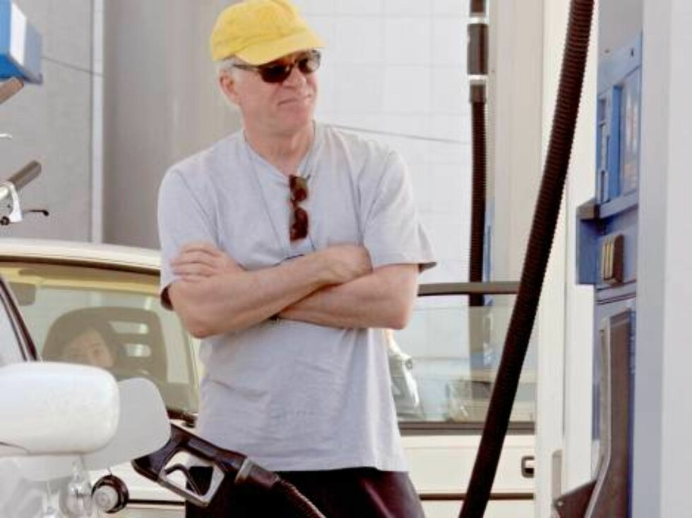 Steve Martin stops at gas station in Los Angeles, CA, USA on August 25, 2006.   Photo: ViPix/ABACAPRESS.COM  Code:4001/104126 COPYRIGHT STELLA PICTURES Foto: Stella Pictures