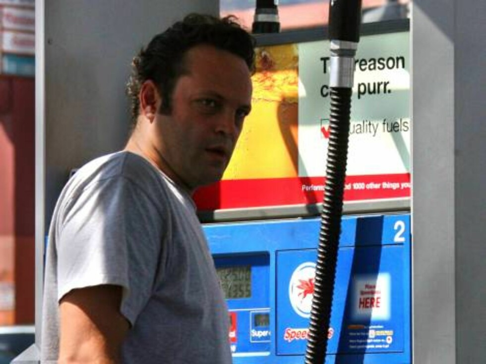 Beverly Hills 2006-09-01  Vince Vaughn is driving around Los Angeles in his Pontiac Firebird, a real American muscle car, with Illinois plates. He has not yet turned into a typical Hollywood celebrity driving a Rolls Royce, Bentley, Austin Martin or Merce Foto: Stella Pictures