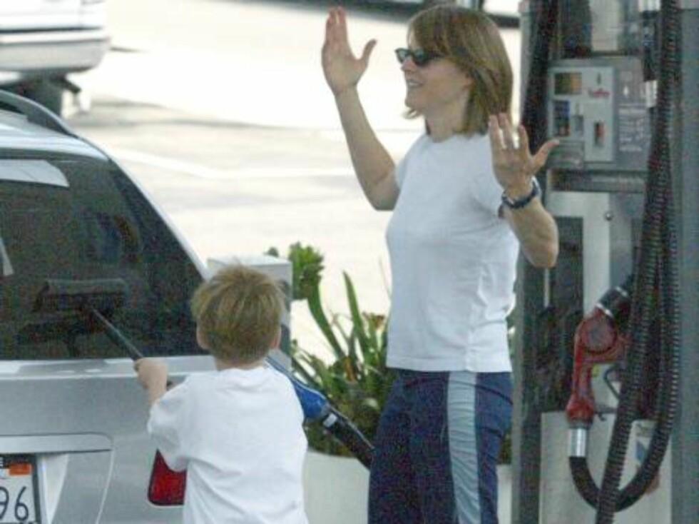 Maverick-stjernen Jodie Foster søker assistanse.