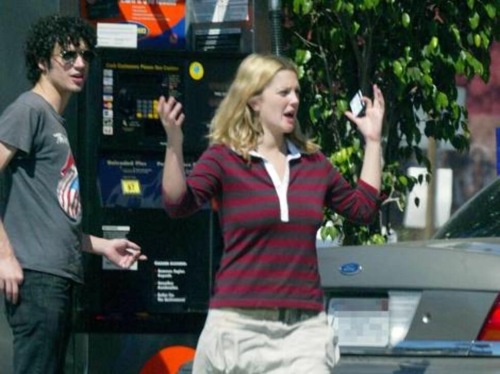 Charlies Angels-baben Drew Barrymore trenger også hjelp.