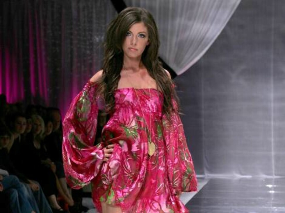 VANCOUVER, BC - SEPTEMBER 27:  A model walks the runway during the Jacqueline Conoir Spring 2007 fashion show held at Performance Works Theatre on September 27, 2006 in Vancouver, Canada.  (Photo by Marsaili McGrath/Getty Images For BC Fashion Week)  * SP Foto: All Over Press
