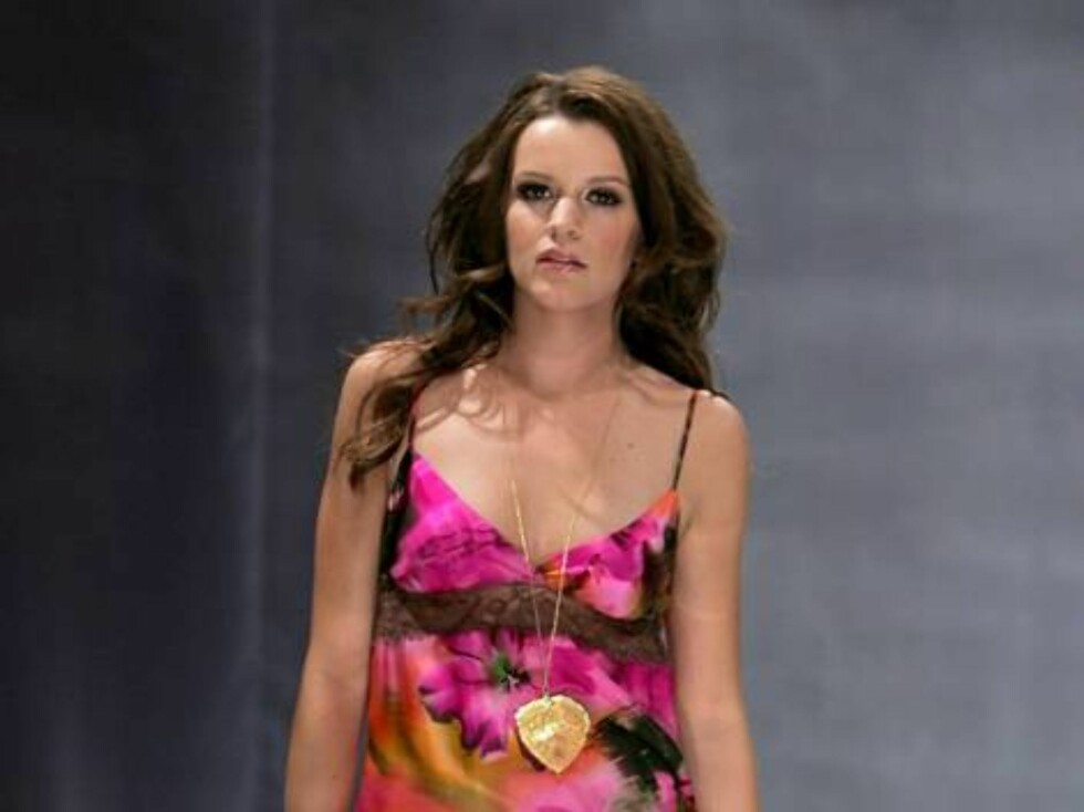 VANCOUVER, BC - SEPTEMBER 27:  A model walks the runway during the Jacqueline Conoir Spring 2007 fashion show held at Performance Works Theatre on September 27, 2006 in Vancouver, Canada.  (Photo by Mark Mainz/Getty Images For BC Fashion Week)  * SPECIAL Foto: All Over Press