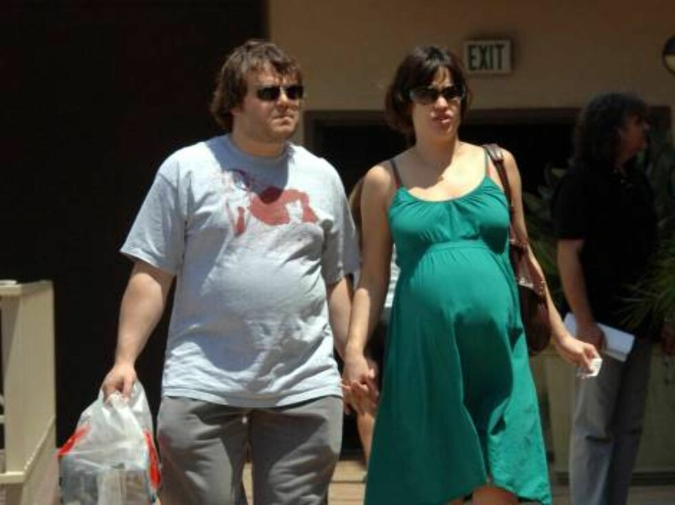 Jack Black and pregnant wife Tanya Haden walking hand in hand in Hollywood. June 4, 2006 X17agency EXCLUSIVE / ALL OVER PRESS Foto: All Over Press