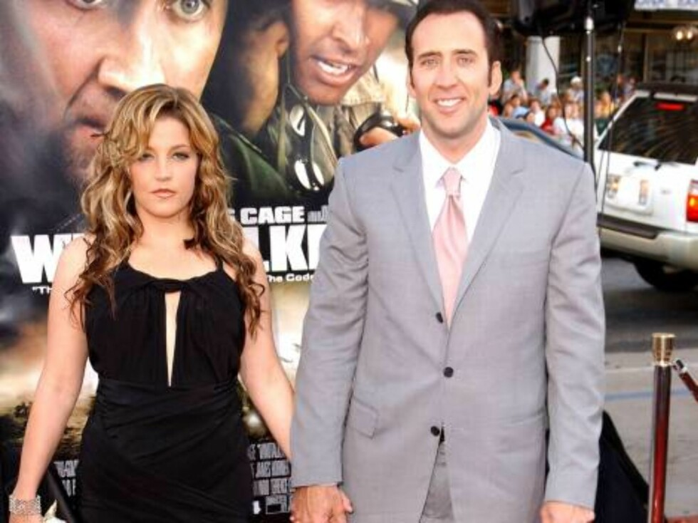 """HOLLYWOOD, CA - JUNE 11: (FILE PHOTO) Lisa Marie Presley, daughter of Elvis Presley, and actor Nicolas Cage attend the Los Angeles Premiere of MGM's """"Windtalkers"""" at Grauman's Chinese Theatre on June 11, 2002 in Hollywood, California.  Actor Nicolas Cage Foto: All Over Press"""