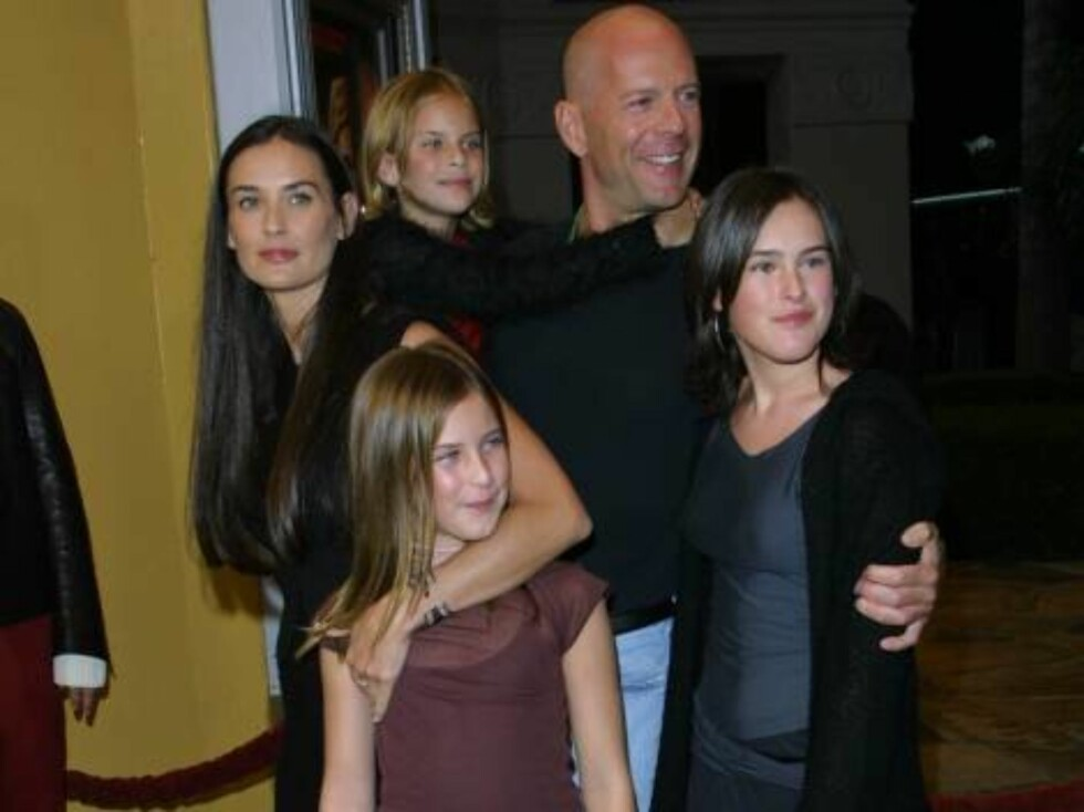 """395304 14:  Actors Demi Moore and Bruce Willis with their daughters Rumer (R) and Scout arrive at the world premiere of his new movie """"Bandits"""" October 4, 2001 in Westwood, CA. (Photo by Jason Kirk/Getty Images) ALL OVER PRESS Norway Foto: All Over Press"""