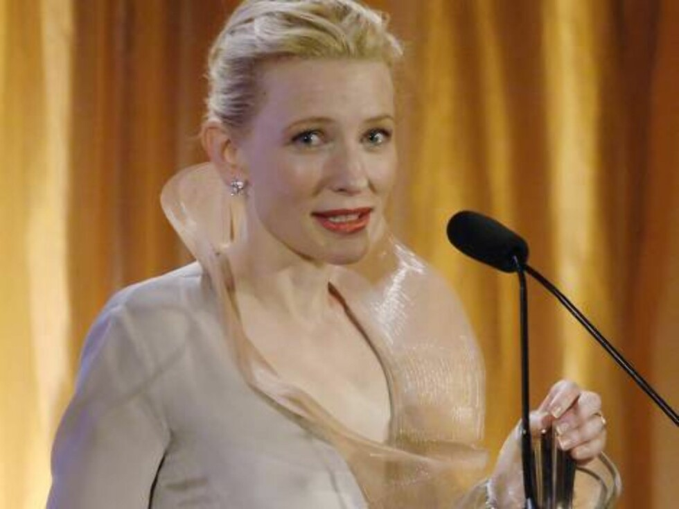 Actress Cate Blanchett accepts her Icon Award at the 13th Annual Premiere Women in Hollywood event in Beverly Hills, Calif., Wednesday, Sept. 20, 2006. (AP Photo/Chris Pizzello) Foto: AP/Scanpix