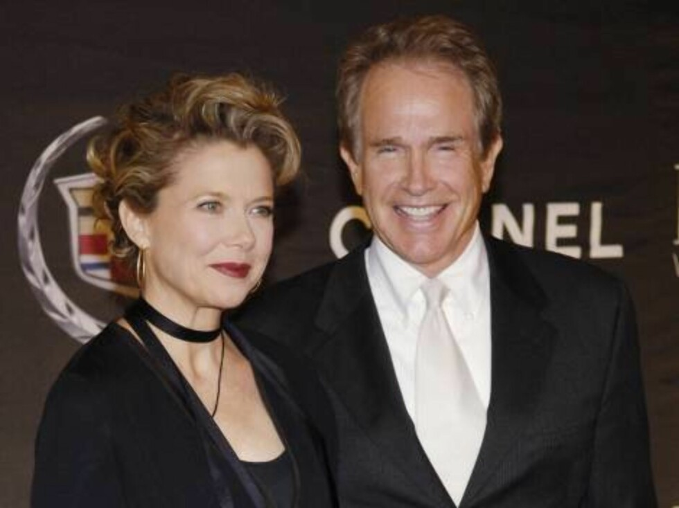 Actress Annette Bening arrives with husband Warren Beatty at the 13th Annual Premiere Women in Hollywood event in Beverly Hills, Calif., Wednesday, Sept. 20, 2006. Bening received a Premiere Women in Hollywood Icon Award at the event. (AP Photo/Chris Pizz Foto: AP