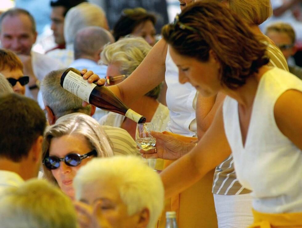 SKÅL: Det er ikke bare øl som serveres i Tyskland, men også mye god vin. Foto: Tysk Turistbyrå
