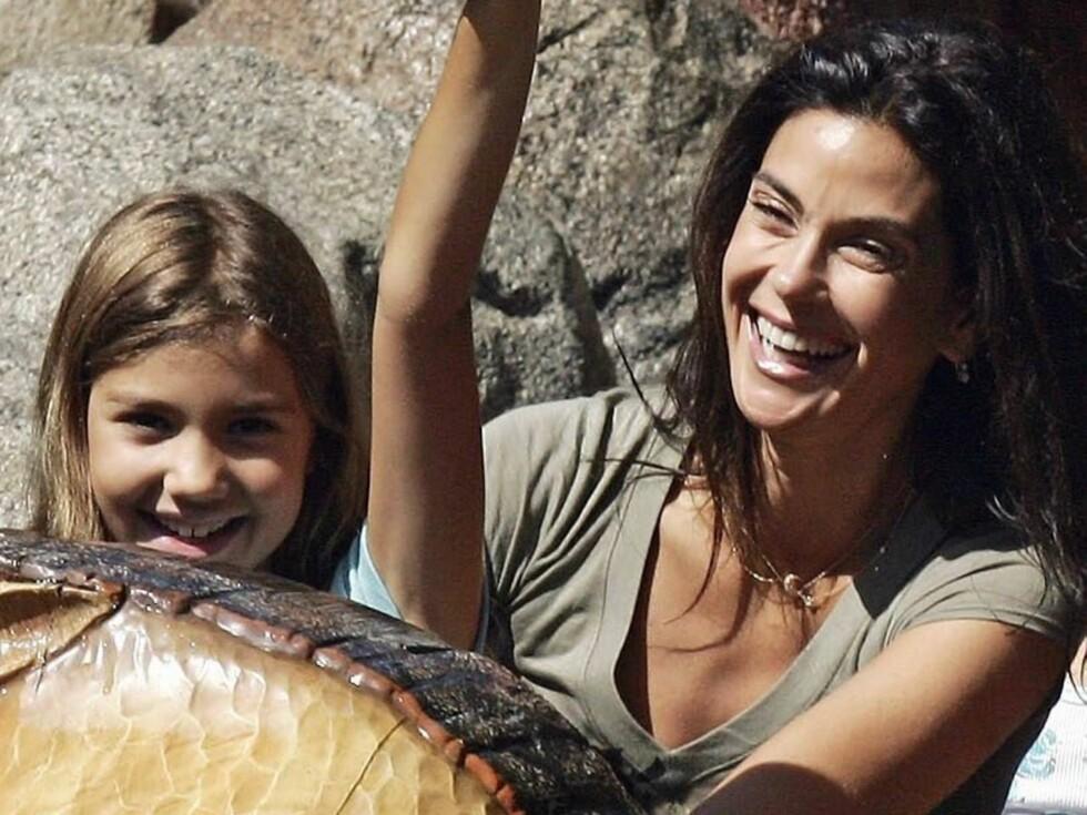 JIPPI: Frustrerte fruer-stjernen Teri Hatcher koser seg i hjel sammen med datteren! Foto: Stella Pictures